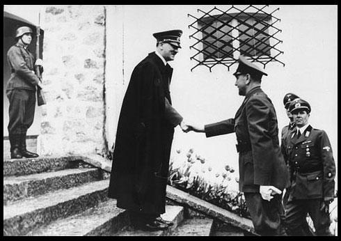 Hitler y Católico Ante Pavelic, líder y marioneta Nazi de Croatia