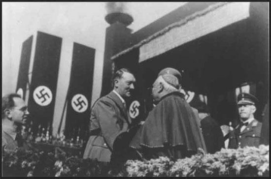 Católico Hitler con Cardinal Católico