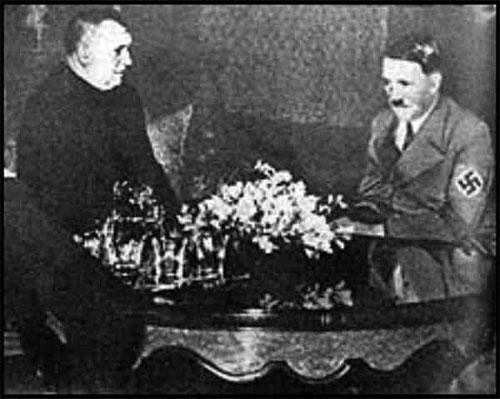 Sacerdote Católicos Jozef Tiso y Hitler