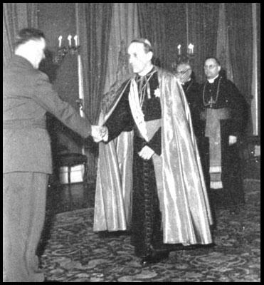 Arzobispo Católico Stepinac con Nazi Ante Pavelic, líder del Ustashi en Croatia